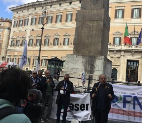 La manifestazione in Piazza Montecitorio